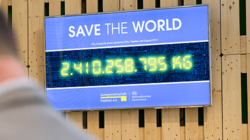 Save the World: the GPAL Clock aims to promote the ecological image and values of the Gütegemeinschaft Paletten e.V.. Photo: GEPAL